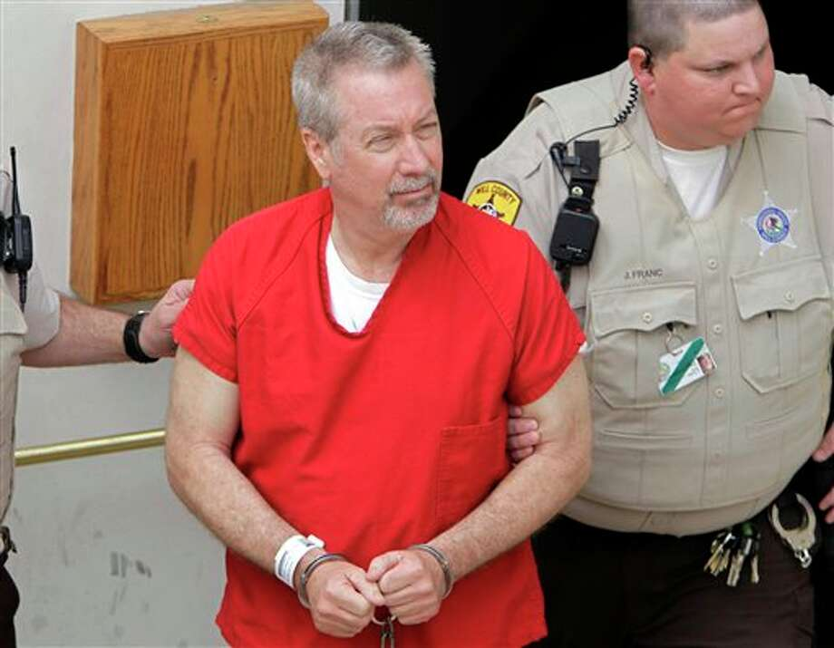 FILE - In this May 8, 2009 file photo, former Bolingbrook, Ill., police sergeant Drew Peterson leaves the Will County Courthouse in Joliet, Ill., after his arraignment on charges of first-degree murder in the 2004 death of his former wife Kathleen Savio. On Wednesday, Sept. 6, 2012, jurors at Peterson's trial withdrew to begin deliberations on whether Peterson murdered his third wife. (AP Photo/M. Spencer Green, File) Photo: M. Spencer Green / A2009