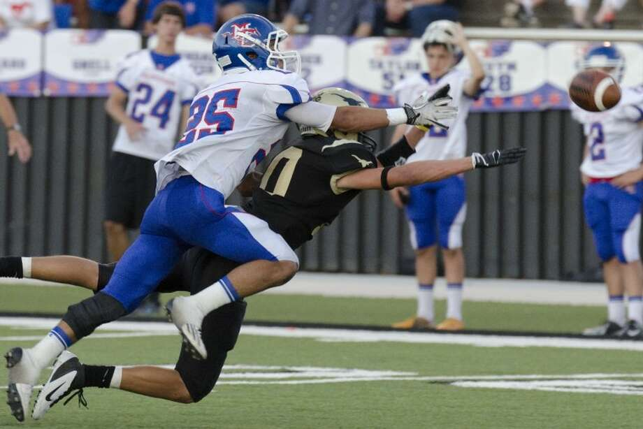 Midland Christian's Elias Aguirre and Big Spring's Devin Roberson both dive for the ball but neither can pull in a catch earlier this season in Big Spring. The Steers handed the Mustangs their only loss of the season. Tim Fischer/Reporter-Telegram Photo: Tim Fischer