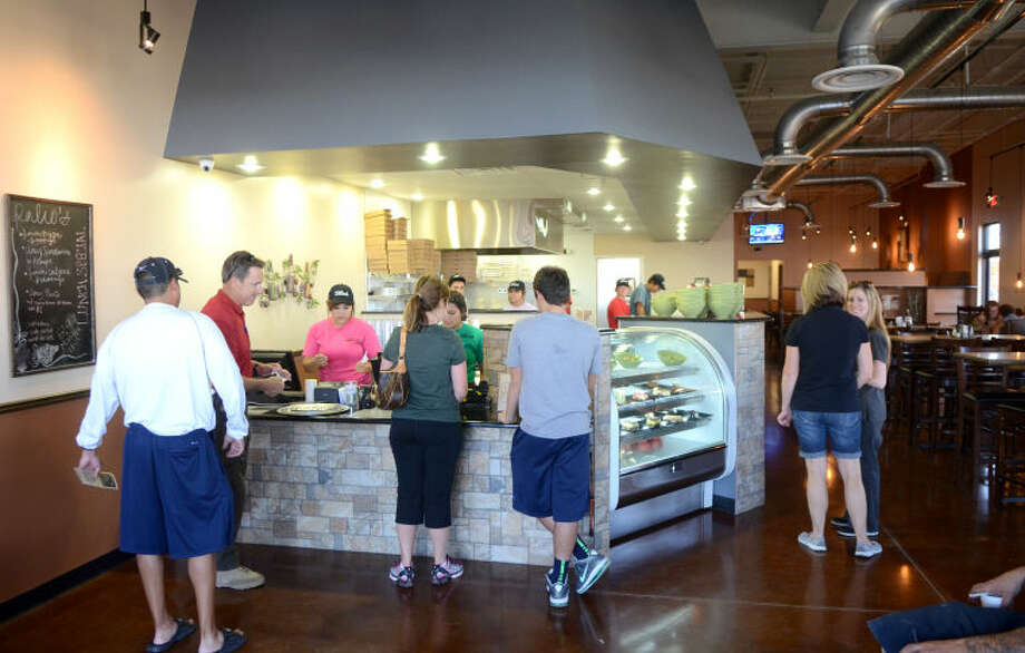 Interior of Palio's Pizza on the north Loop 250 outer road between Garfield and Midkiff. James Durbin/Reporter-Telegram Photo: JAMES DURBIN