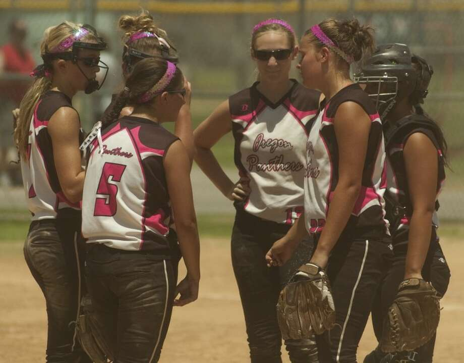 Members of the Oregan Panthers have a meeting at the mound during a game Thursday during play at the ASA NAtional Tournament at Freddie Ezell Softball Complex. Photo by Tim Fischer/Midland Reporter-Telegram Photo: Tim Fischer