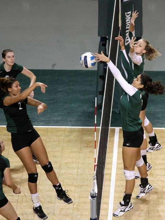 Midland vs Clarendon girls volleyball. Midland College beat Clarendon 3-0. James Durbin/Reporter-Telegram Photo: JAMES DURBIN