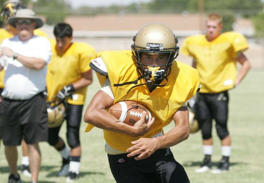 Joey Prieto runs the ball during offensive drills Monday at Andrews High School. Cindeka Nealy/Reporter-Telegram Photo: Cindeka Nealy