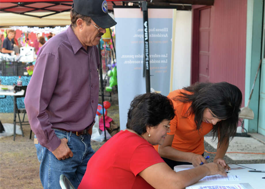 (File Photo) Abigail Hernandez, right, registers Maria and Ramon Ortega as Republican voters Saturday evening during the 'Despierta Tu Voz' voter registration campaign at the Fiesta Fairgrounds. Photo: James Cannon/MRT