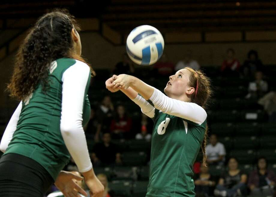 Midland College setter Kristina Gafford puts the ball up against Western Texas College Wednesday at Chaparrel Center. James Durbin/Reporter-Telegram Photo: JAMES DURBIN