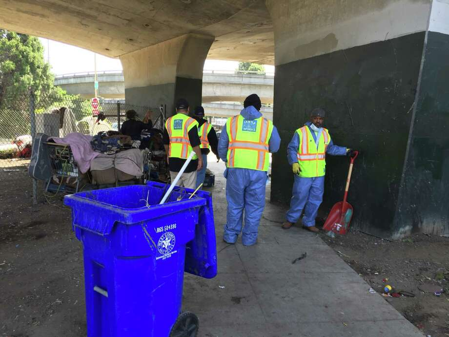 City cleanup crews, counselors and police clear out a large camp of homeless people on Cesar Chavez Street around Highway 101. Photo: Steve Rubenstein / The Chronicle / Steve Rubenstein / The Chronicle