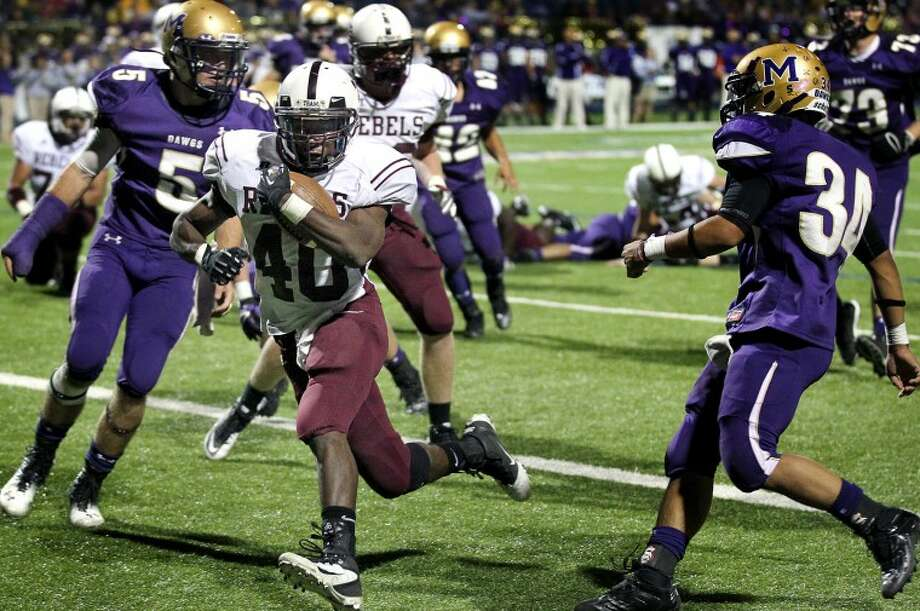 (File Photo) Midland Lee running back Jason McAfee runs past the Midland High defense to score a touchdown Friday at Grande Stadium in Midland. James Durbin/Reporter-Telegram Photo: JAMES DURBIN