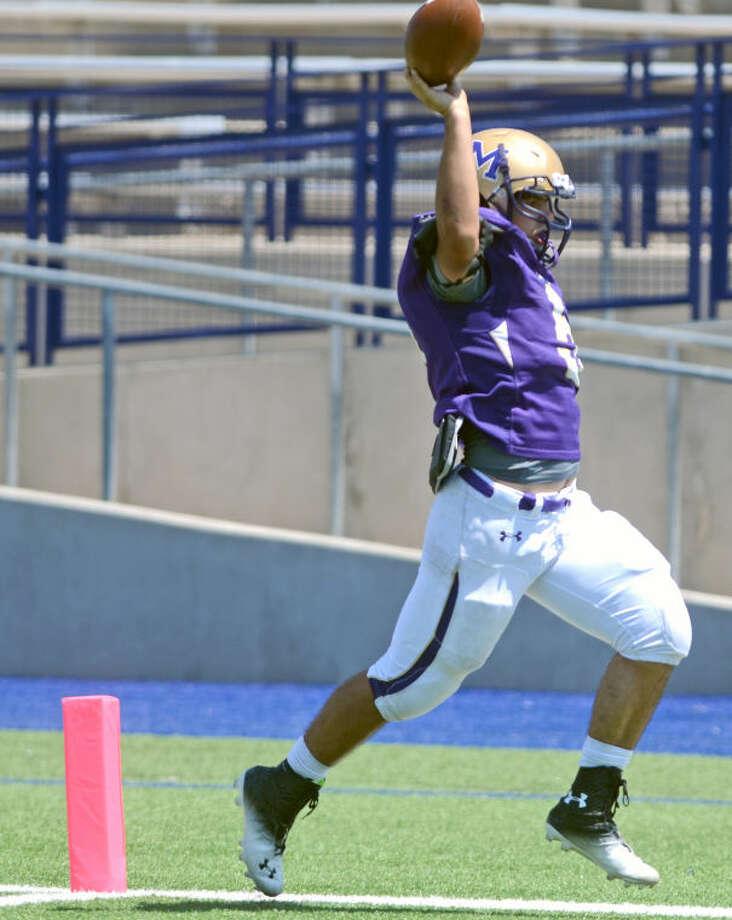 Midland's Lance White (5) runs the ball for a touchdown against EP Americas Saturday at Grande Communications Stadium. James Durbin/Reporter-Telegram Photo: JAMES DURBIN