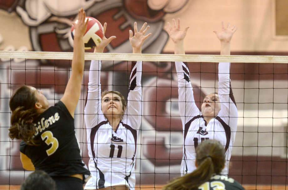 Lee against Abilene Tuesday at Lee High. James Durbin/Reporter-Telegram Photo: JAMES DURBIN