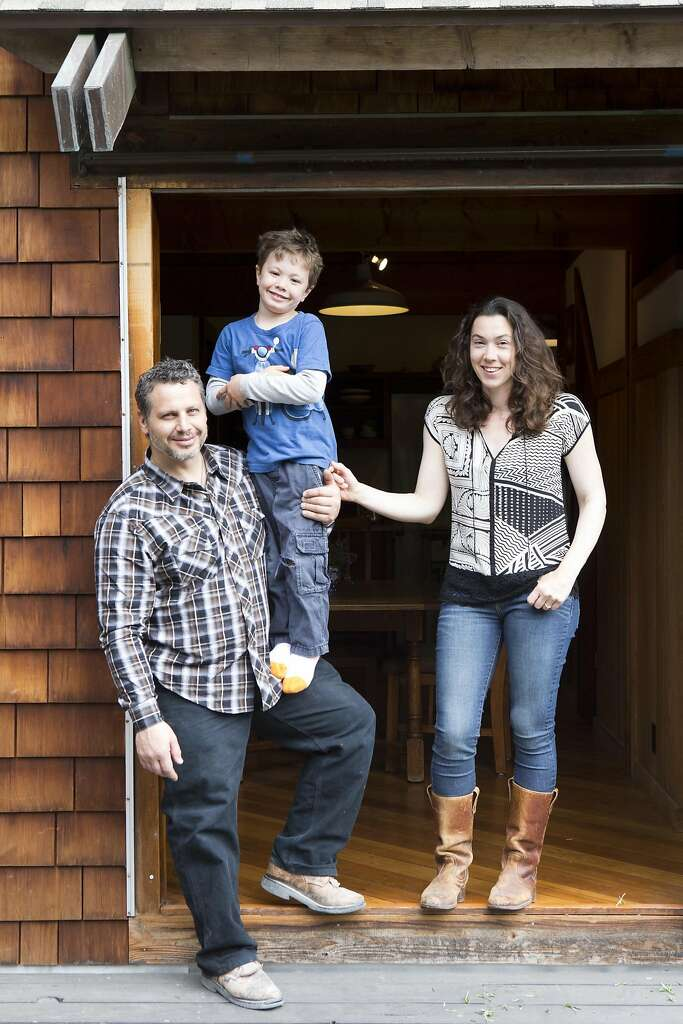 Jared Nelson, His Wife Sarah Kobrinsky And Their 5 Year Old Son,