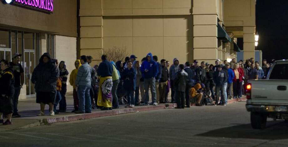 (File Photo) Shoppers for Best Buy Black Friday midnight opening stretches through the entire strip mall and out toward Olive Garden as they midnight opening gets close Thursday night. Tim Fischer\Reporter-Telegram Photo: Tim Fischer