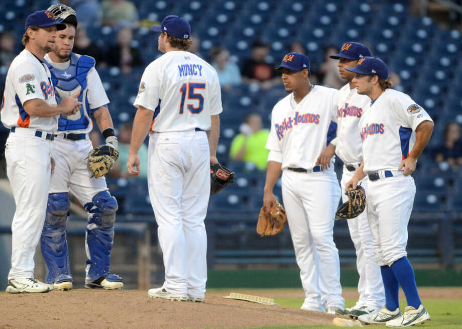 Rockhounds manager Aaron Nieckula (left) talks with his team during a pitching change against San Antonio Missions Wednesday at Citibank Ballpark. James Durbin/Reporter-Telegram Photo: JAMES DURBIN