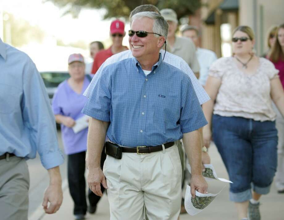 Texas Historical Commission Deputy Executive Director Terry Colley tours the downtown area with a group of around 20 Tuesday during the city of Midland and THC downtown walking tour. Cindeka Nealy/Reporter-Telegram Photo: Cindeka Nealy