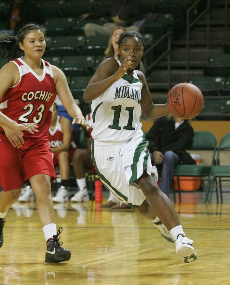 Midland College's Darnetta Jackson (11) drives in to attempt a shot Thursday during their game against Cochise at the Chaparral Center. Cindeka Nealy/Reporter-Telegram Photo: Cindeka Nealy