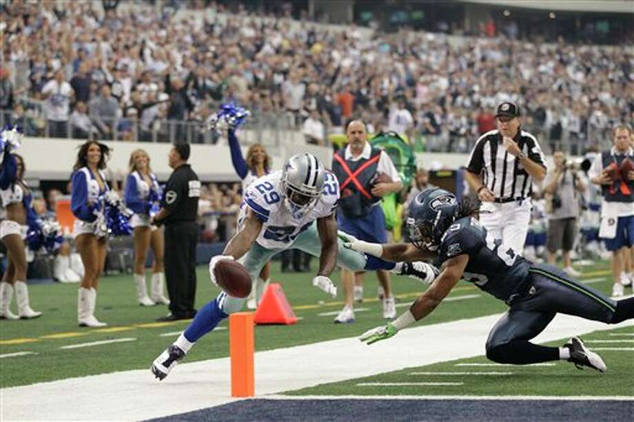 Dallas Cowboys' DeMarco Murray stretches but doesn't score as Dallas Cowboys' DeMarco Murray defends during the first half of an NFL football game Sunday, Nov. 6, 2011, in Arlington, Texas. (AP Photo/Tony Gutierrez) Photo: Tony Gutierrez / AP
