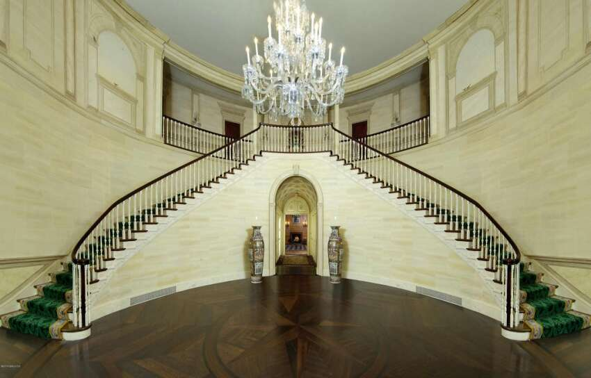 Donald Trump also once owned this Connecticut 'starter' mansion.