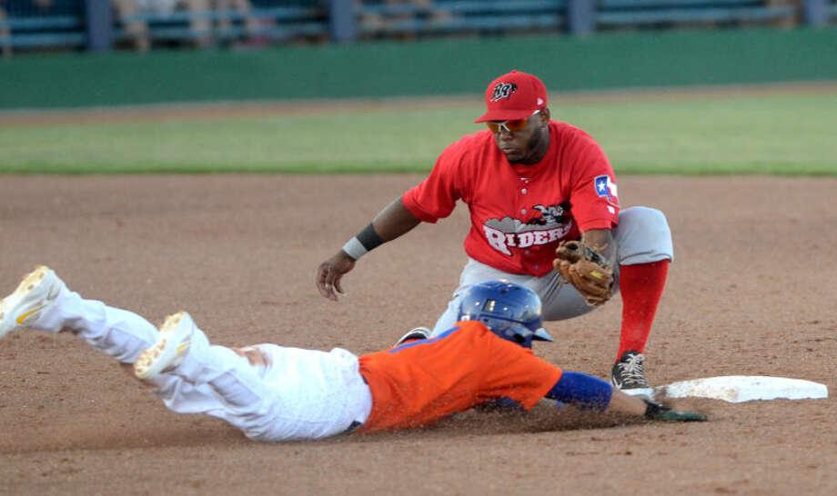 Frisco's Hanser Alberto tags out RockHounds' Darwin Perez at second base Tuesday at Citybank Ballpark. James Durbin/Reporter-Telegram Photo: JAMES DURBIN