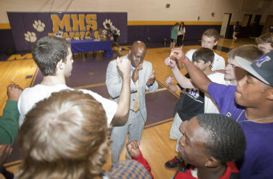 Former Midland High basketball star Charles Tatum speaks to members of his team after being named the new Midland High boys basketball coach on Wednesday at the MHS gym. Tatum was MVP of the 1998 State Championship winning team. James Durbin/Reporter-Telegram Photo: JAMES DURBIN