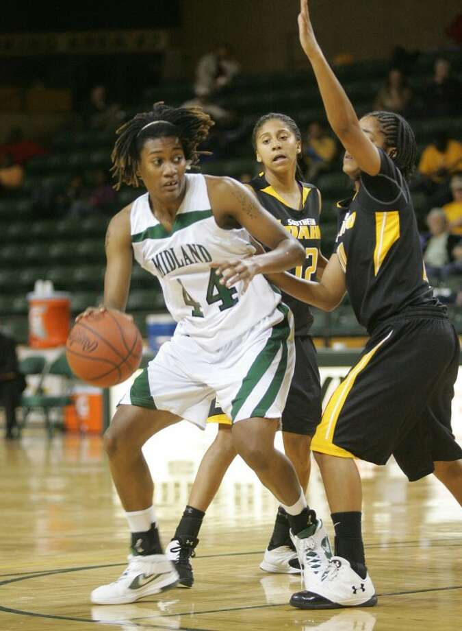 Midland College's Achiri Ade (44) drives in as she's guarded by College of Southern Idaho's Adriana Dent (12), left, and Taylor Gipson (10), Friday at the Chaparral Center. Cindeka Nealy/Reporter-Telegram Photo: Cindeka Nealy