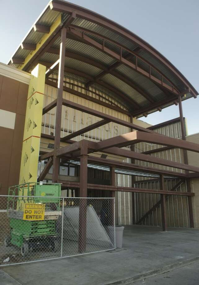 Work continues on one of the new entrances to the Midland Park Mall. Photo: Tim Fischer/Midland Reporter-Telegram