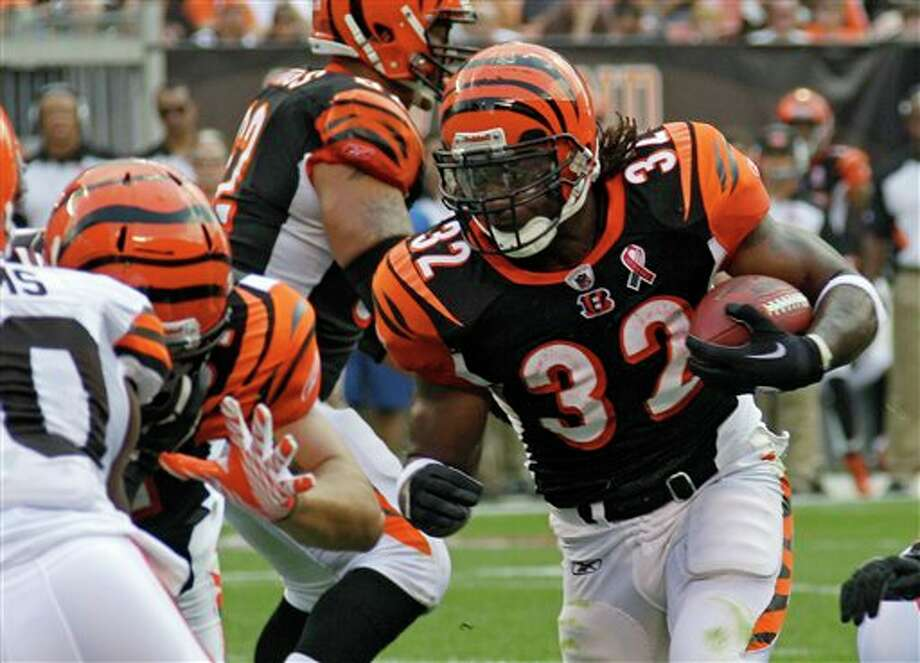 Cincinnati Bengals running back Cedric Benson moves the ball against the Cleveland Browns in the first quarter of an NFL football game on Sunday, Sept. 11, 2011, in Cleveland. (AP Photo/Mark Duncan) Photo: Mark Duncan / AP