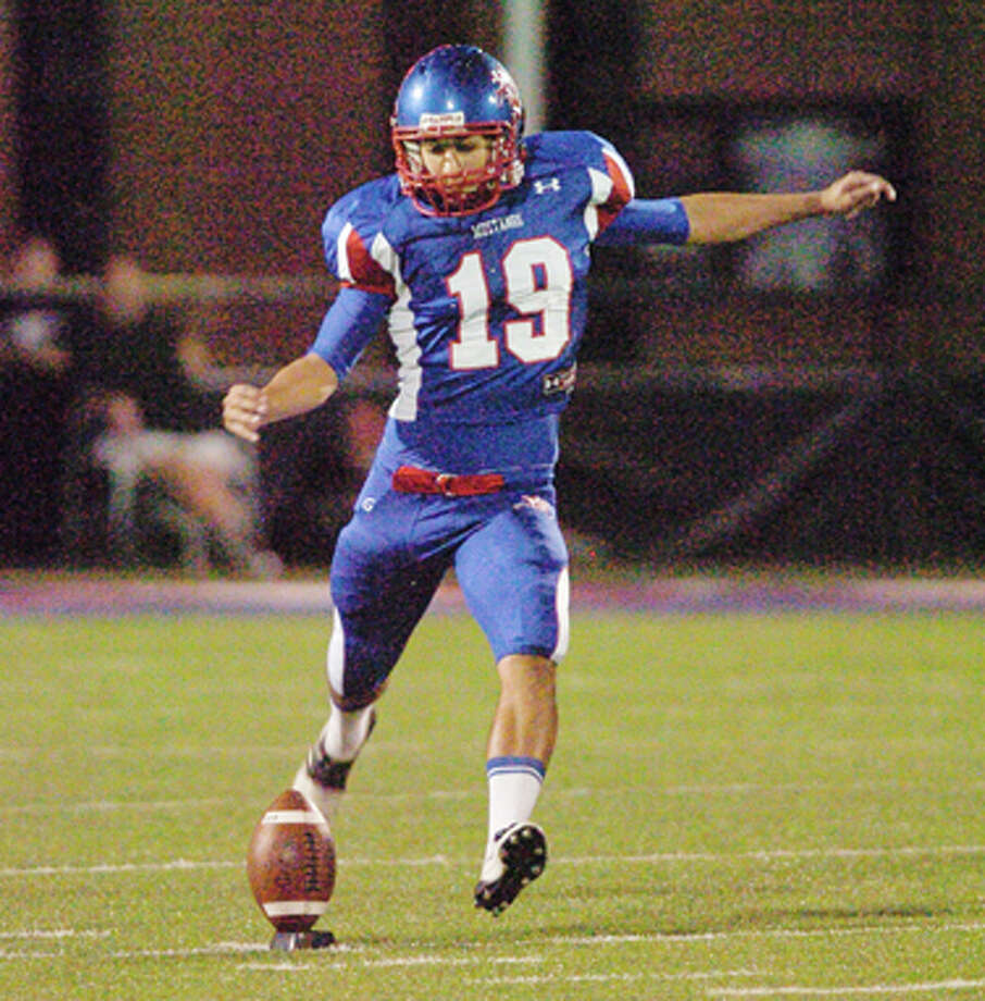 Midland Christian's Josh Willis kicks the ball off on Oct. 14, 2011 during a game against Grapevine Faith Christian at Mustang Field. Cindeka Nealy/Reporter-Telegram Photo: Cindeka Nealy / Cindeka Nealy/Reporter-Telegram