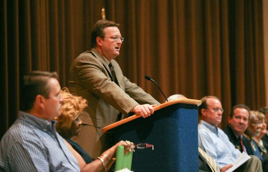 Midland Independent School District Superintendent Ryder Warren welcomes first-year teachers in this August 2010 file photo. Hesaid the district is looking at a bond proposal to put before voters in 2012. Photo: Cindeka Nealy/Reporter-Telegram
