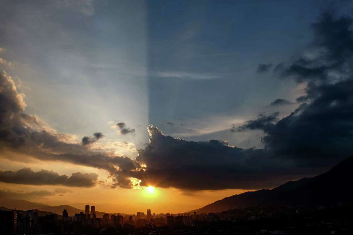 Sunset in Caracas (Federico Parra / Getty Images)