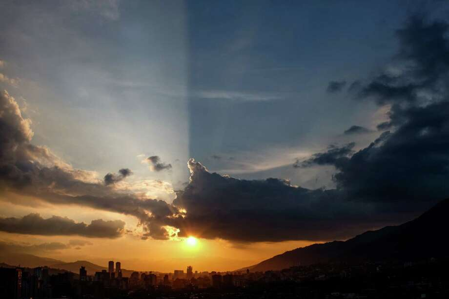 Sunset in Caracas (Federico Parra / Getty Images) Photo: FEDERICO PARRA, Stringer / AFP or licensors