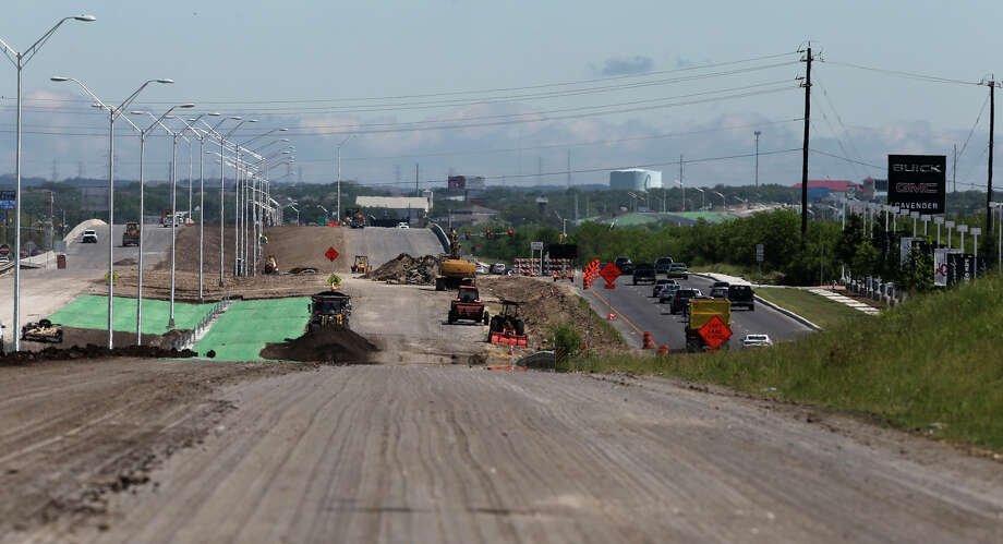 As drivers began using the southbound Loop 1604 expressway lanes between Culebra and Bandera roads, construction continued on the northbound lanes. Those will open Thursday morning. Photo: John Davenport /San Antonio Express-News / ©San Antonio Express-News/John Davenport