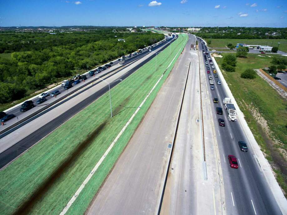 The Texas Department of Transportation has finished converting part of Loop 1604 between Culebra and Bandera roads into a four-lane expressway, adding another high-speed segment to the 95-mile highway. The southbound lanes opened last month, and the northbound lanes will open Thursday. Photo: William Luther /San Antonio Express-News / © 2016 San Antonio Express-News