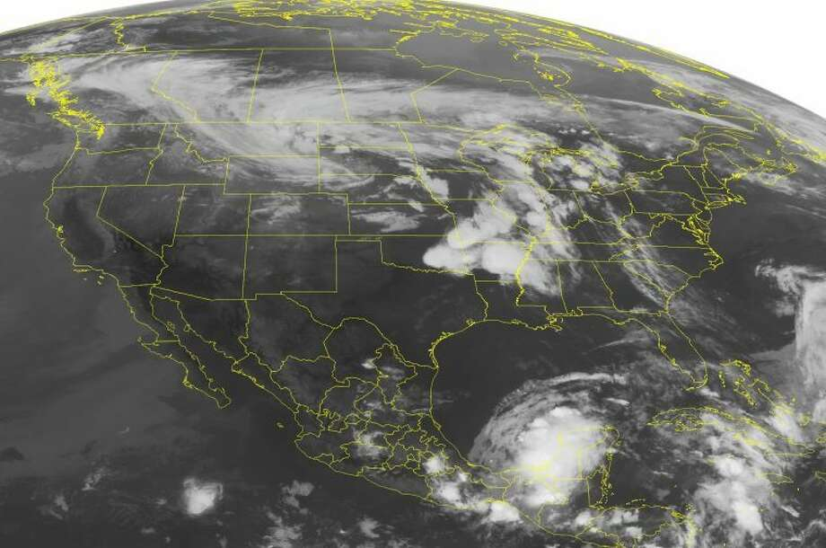 This NOAA satellite image taken Friday, May 31, 2013 at 01:45 AM EDT shows fair weather across much of the Eastern US. Frontal boundary over the Midwest and Mississippi Valley with light to moderate rain and scattered thunderstorms, some being severe. (AP PHOTO/Weather Underground) Photo: HOPD