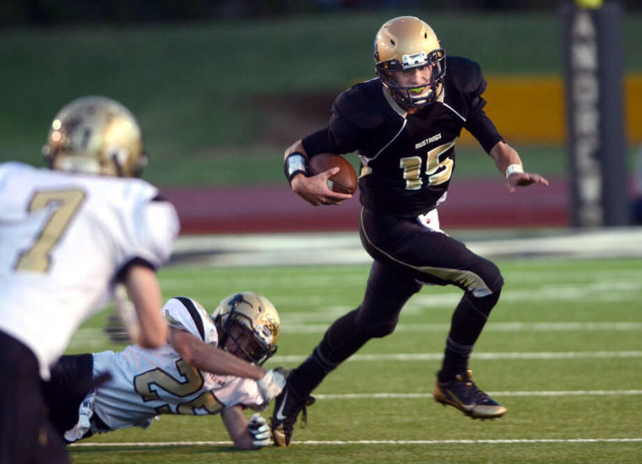 Andrews senior QB Shane Dolgener, seen here against Big Spring earlier this year, will miss the rest of the season with an injury to his right knee. It was the same knee Dolgener injured last year and also kept him out for the season. Photo: JAMES DURBIN