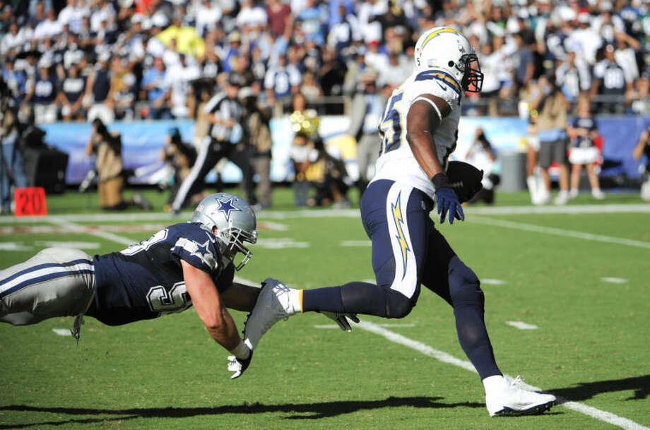 San Diego Chargers tight end Antonio Gates, right, scores past Dallas Cowboys middle linebacker Sean Lee on Sunday in San Diego. (AP Photo/Denis Poroy) Photo: Denis Poroy