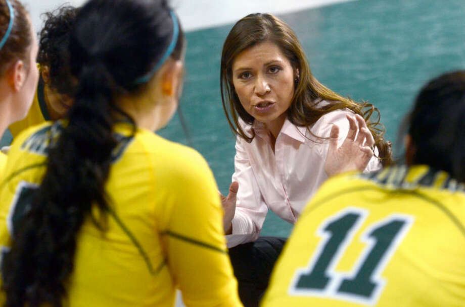 Midland College head coach Tammie Jimenez talks with her team between games against Odessa College Wednesday at Chaparral Center. James Durbin/Reporter-Telegram Photo: JAMES DURBIN