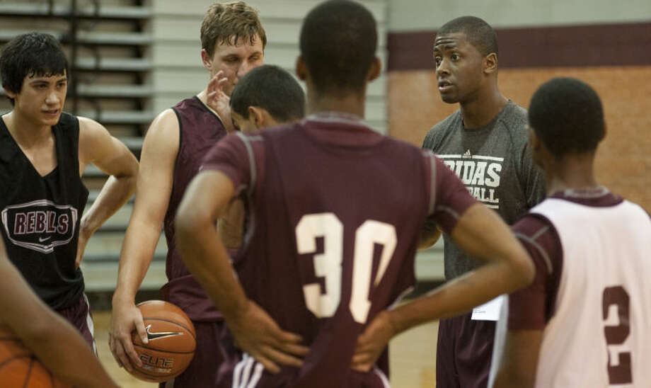 Lee High boys basketball coach Chris Packer talks with his players morning during practice in October. Tim Fischer\Reporter-Telegram Photo: Tim Fischer