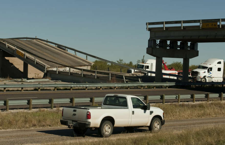 I-20 in West Texas reopens after overpass collapse (+ photos
