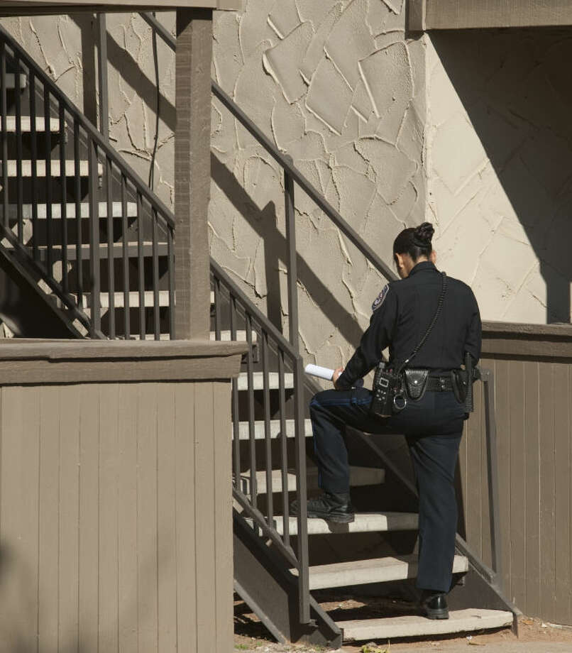 Midland Police investigate a report of shots fired Saturday morning at Hunters Glen Apartments. An argument between two or more people escalated to at least three shots being fired, but no one was injured. Tim Fischer\Reporter-Telegram Photo: Tim Fischer