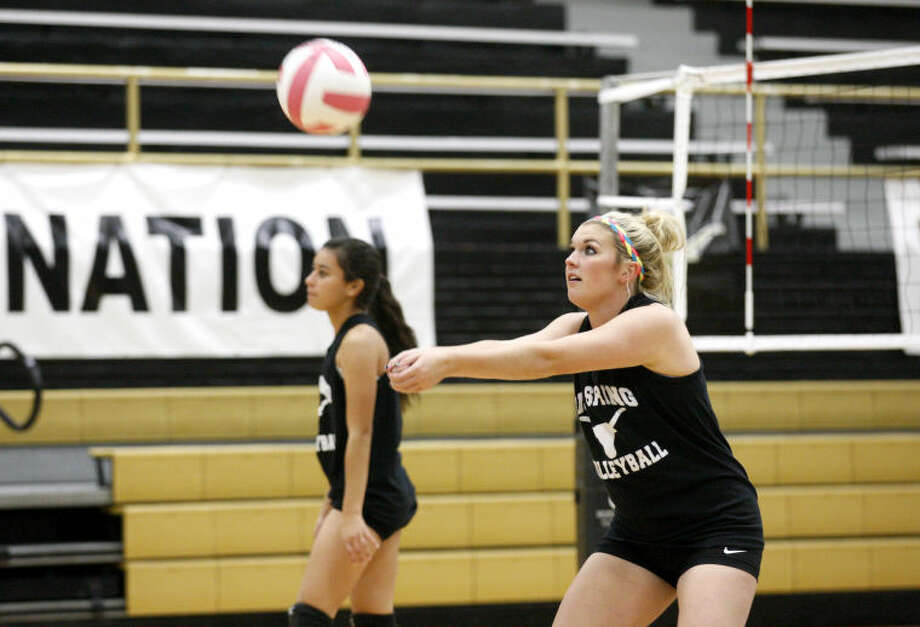 Big Spring senior Kinsey Wash warms up during volleyball practice Tuesday at Steer Gym in Big Spring. James Durbin/Reporter-Telegram Photo: JAMES DURBIN