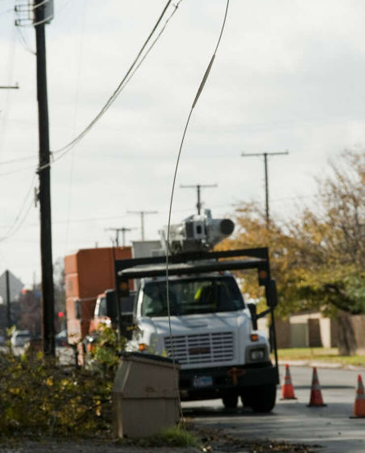 Crews respond Monday all over Midland to reports of lines down, like this one on Neely. Tim Fischer\Reporter-Telegram