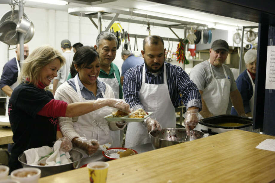 Nannette Nelson (far left) volunteers at the Midland Soup Kitchen Ministry on Wednesday. Nelson is a seven year volunteer at the kitchen. James Durbin/Reporter-Telegram Photo: JAMES DURBIN