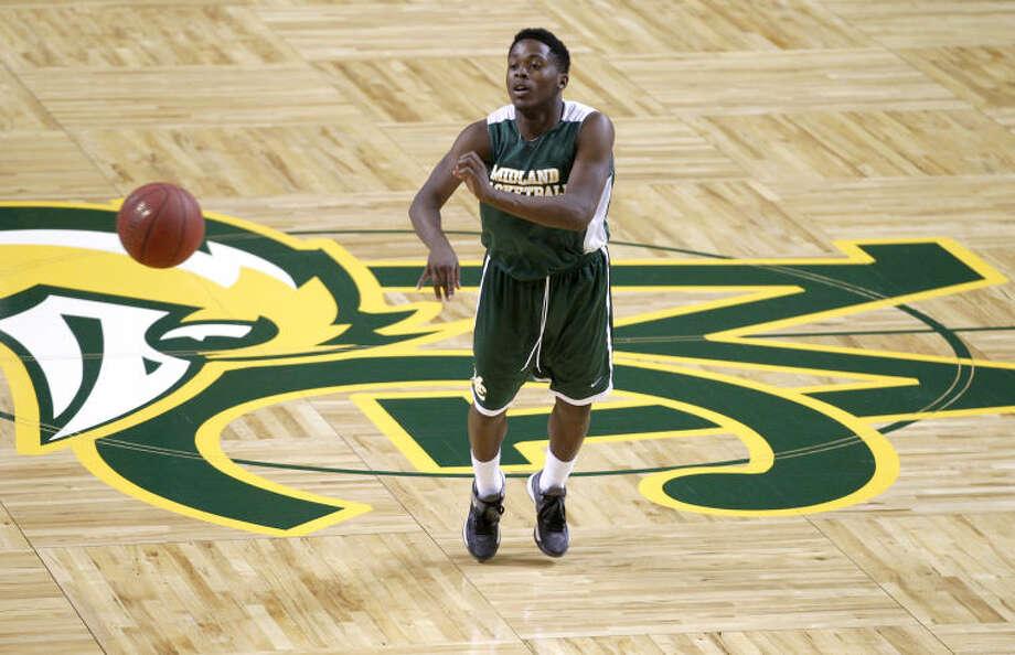 Midland College point guard Darren Williams passes the ball during practice Tuesday at Chaparral Center. James Durbin/Reporter-Telegram Photo: JAMES DURBIN
