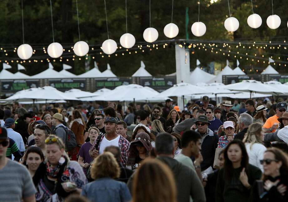 Fans crowd around the Intel Stage at the 2015 BottleRock festival. Photo: Sarah Rice, Special To The Chronicle
