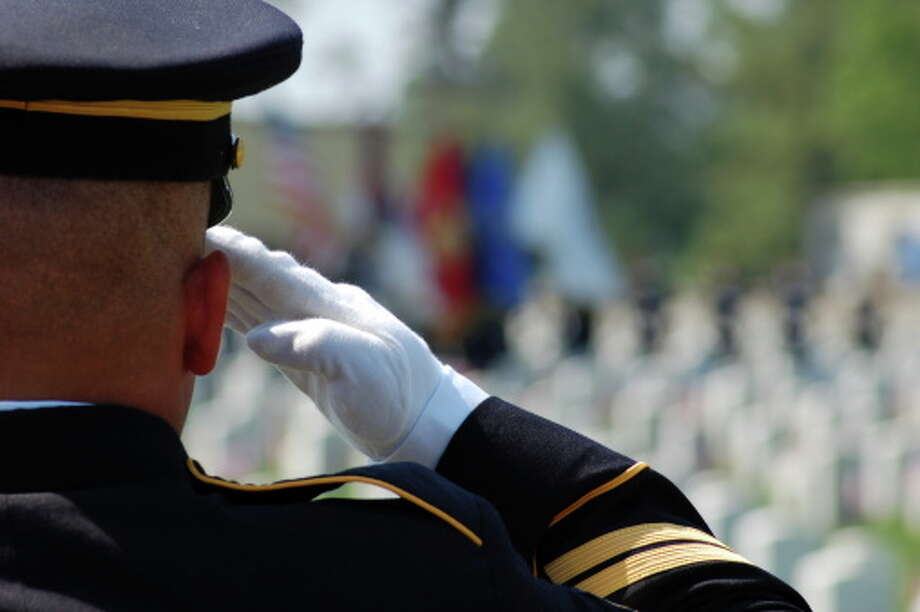 Soldier salutes fallen comrades Photo: Michelle Malven / iStockphoto