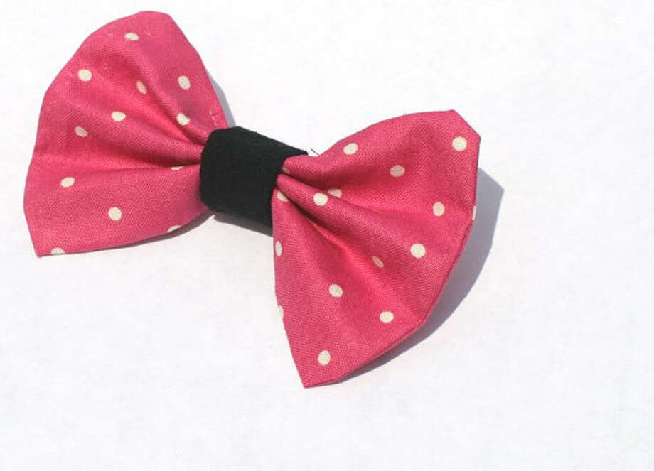 Price: $4This bow features a high quality hot pink lace stitched on the front of the bow and a black cotton middle. It would make a great addition to any outfit! Perfect for girls of all ages :)Bows measure approximately 2.5 x 3.5 and feature a metal alligator clip with teeth to keep the bow in place. Many more styles and colors available, including sports themed items.Shop my Etsy store for many more great items! http://www.etsy.com/shop/JasmineClash
