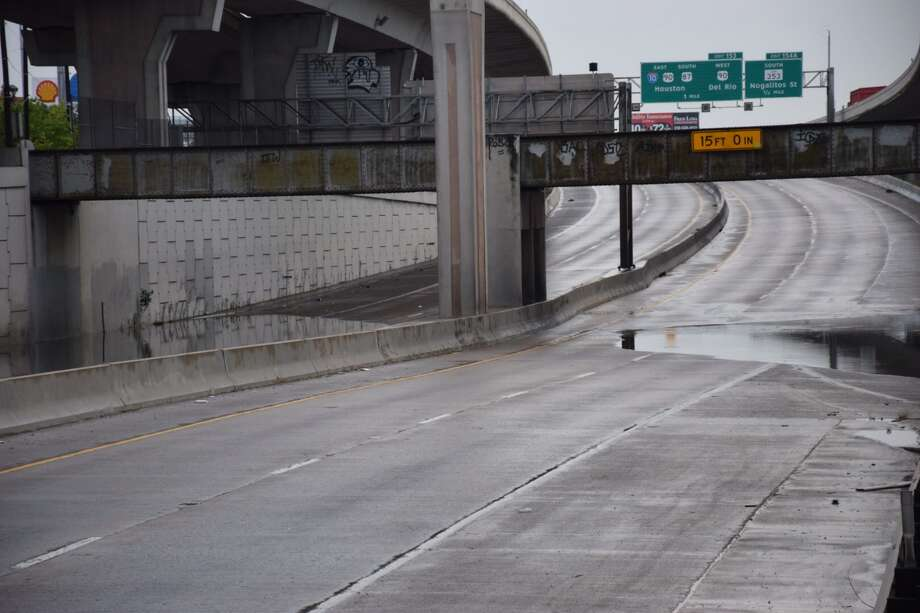 San Antonio authorities have shut down the lower level of Interstate 35 following flooding due to an overnight storm on May 11, 2016. Photo: By Mark D. Wilson / San Antonio Express-News