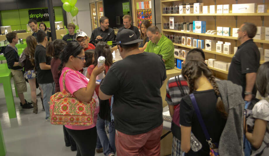 Customers file in at the grand opening of Simply Mac in Midland Park Mall Friday morning. Tim Fischer\Reporter-Telegram Photo: Tim Fischer