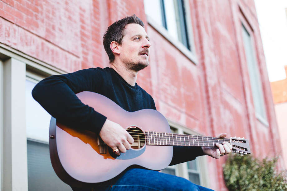 "Sturgill Simpson, outside Butcher Shoppe Studios in Nashville, March 21, 2016. On his new album, ""A Sailor's Guide to Earth,"" Simpson, an idiosyncratic and bracing singer, bends his voice around countrypolitan, rockabilly, blues, soul and Southern rock. (Jake Giles Netter/The New York Times)"