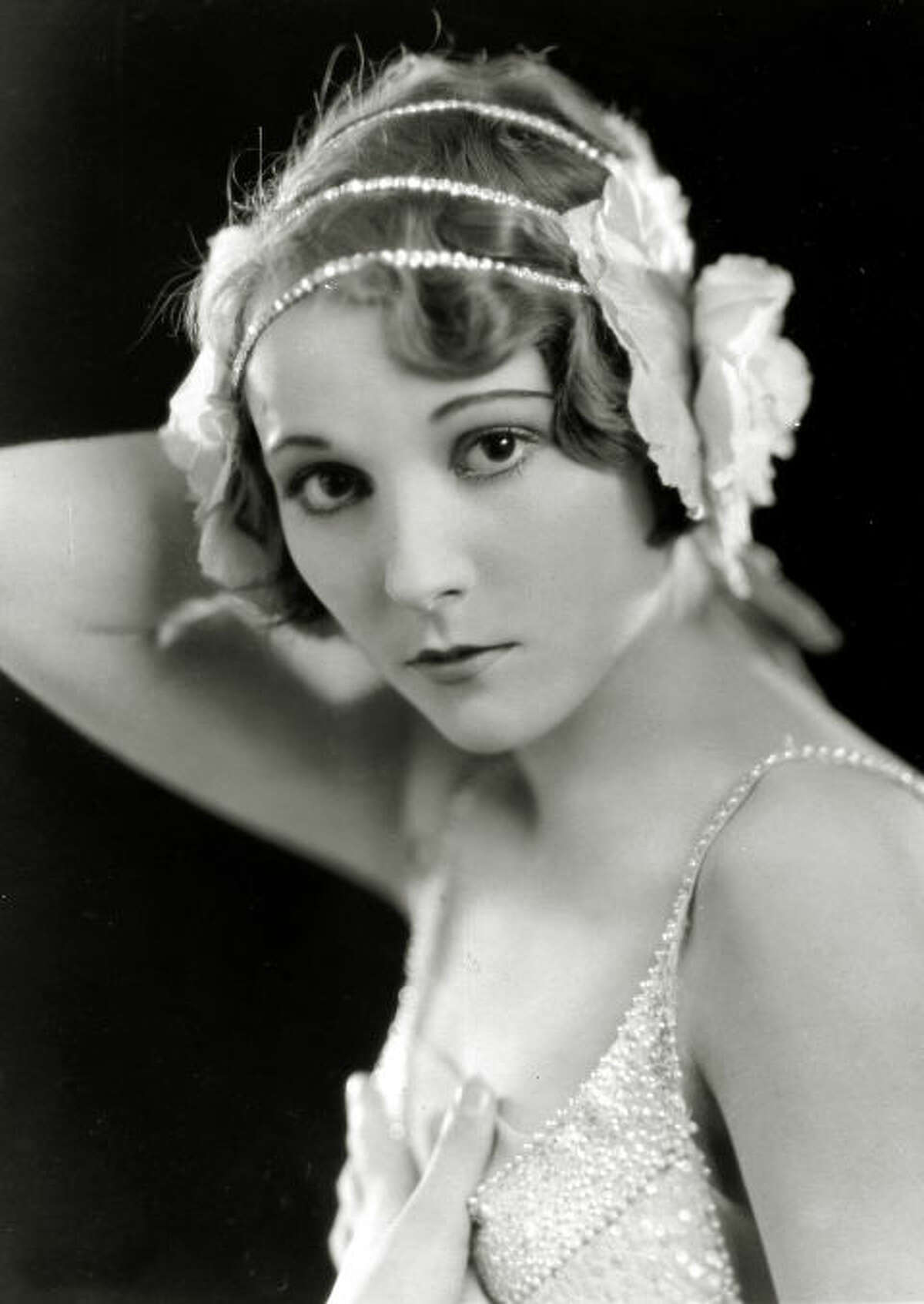 1926: Browband A thin, sometimes jeweled piece of fabric worn around the forehead, this style was dubbed the