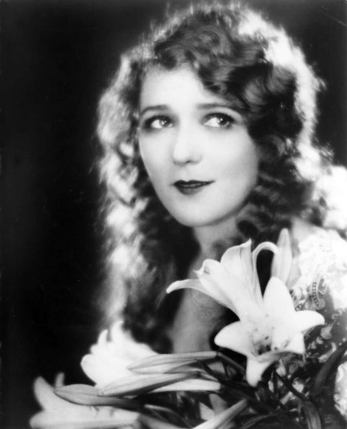 1925: Brushed Out Waves As soft and ethereal as the early films this style was worn for, brushed out waves gave actresses like Mary Pickford a feminine silhouette.