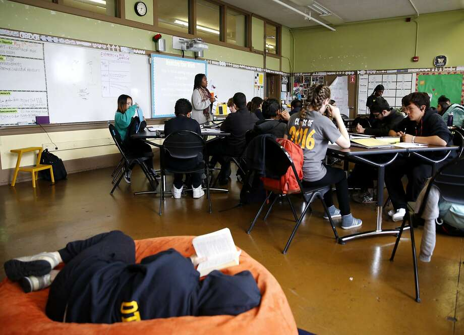 Kamaria Carnes of Teach for America instructs at Everett Middle School. Photo: Connor Radnovich, The Chronicle
